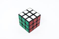 Rojo blanco verde acertado del cubo de Rubik Imágenes de archivo libres de regalías