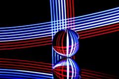 Rojo, blanco y azul que se refracta rayas pálidas ilustración del vector