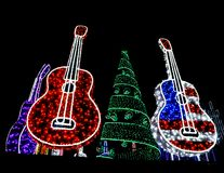 Rojo brillante, guitarras blancas y azules y púrpuras rojas y día de fiesta Tr Fotos de archivo