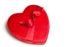Rojo, caja del corazón de la tarjeta del día de San Valentín del paño Imágenes de archivo libres de regalías