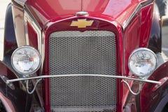 1933 rojo Chevy Pickup Truck Grill View Fotografía de archivo