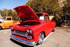 Rojo Chevy Step Side 1958 imagen de archivo libre de regalías