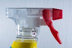 Rojo de Front Foam Cleaning Supply Detail del mecanismo de la botella de la boca de espray Foto de archivo libre de regalías