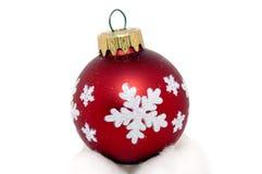Rojo de la bola de la Navidad Fotografía de archivo