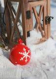 Rojo de la bola de la Navidad fotos de archivo libres de regalías