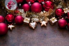 Rojo de la Navidad y chucherías del oro Imagen de archivo libre de regalías