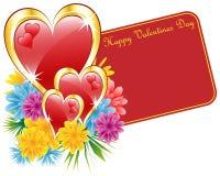 Rojo de la tarjeta del día de San Valentín y corazón y flores del oro Fotografía de archivo libre de regalías