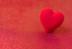 Rojo del corazón del día feliz del ` s de la tarjeta del día de San Valentín Foto de archivo libre de regalías