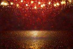 Rojo, negro y fondo de las luces del brillo del oro defocused foto de archivo libre de regalías