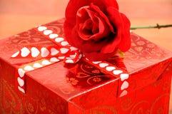 Rojo presente Foto de archivo libre de regalías