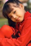 Rojo que desgasta de la muchacha fotografía de archivo libre de regalías