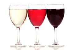 Rojo, rosa y vino blanco en vidrios de un vino Foto de archivo libre de regalías