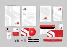 Rojo y blanco con la plantilla de la identidad corporativa del triángulo para su negocio F Fotos de archivo libres de regalías