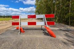 Rojo y blanco ninguna barricada de la entrada Fotografía de archivo libre de regalías