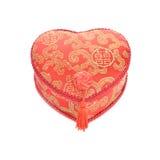 Rojo y caja del oro en la forma de un corazón para el soldado enrollado en el ejército chino del Año Nuevo Imagenes de archivo