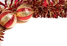Rojo y decoraciones de la Navidad del oro Foto de archivo