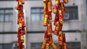 Rojo y petardos del oro para celebrar Año Nuevo chino