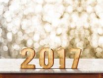 2017 rok drewniana tekstura na marmurowym stołowym wierzchołku z złotym lśnieniem Obrazy Royalty Free