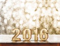 2016 rok drewniana tekstura na marmuru stole z złocistym iskrzastym bokeh Zdjęcia Royalty Free