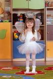Rok dziewczyna bawić się i uczy się w preschool Obraz Royalty Free