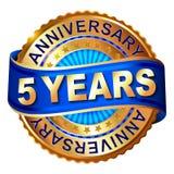 5 rok rocznicowej złotej etykietki z faborkiem Zdjęcie Stock