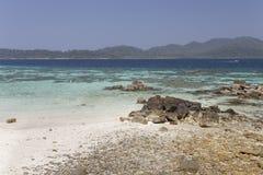 Rok Roy ö i den Tarutao medborgaren Marine Park Royaltyfri Fotografi
