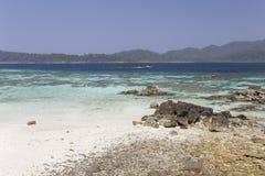 Rok Roy ö i den Tarutao medborgaren Marine Park Arkivfoto