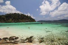 Rok Roy ö, Koh Rok Roy, Satun, Thailand Fotografering för Bildbyråer
