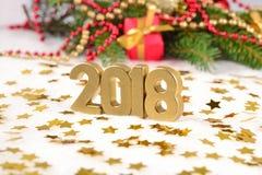 2018 rok złote postacie i świerczyny gałąź Obrazy Stock