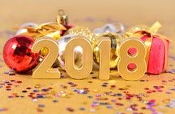2018 rok złote postacie i Bożenarodzeniowe dekoracje Obrazy Royalty Free