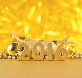2016 rok złote postacie i złote Bożenarodzeniowe dekoracje Zdjęcie Royalty Free