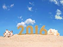 2016 rok złote postacie na plażowym piasku Zdjęcia Royalty Free