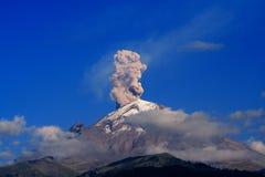 Rokende berg royalty-vrije stock foto's