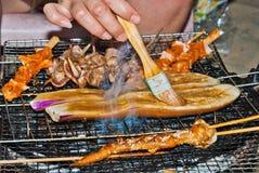 Rokende grill Stock Afbeeldingen