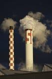 Rokende industriële schoorstenen Royalty-vrije Stock Foto's
