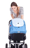 Rokende jonge moeder met kinderwagen Royalty-vrije Stock Afbeelding