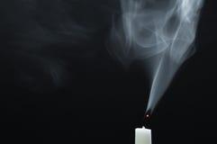 Rokende witte candel Royalty-vrije Stock Fotografie