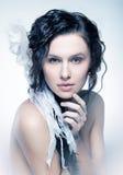 Rokerig portret van aardige jonge brunette stock afbeelding