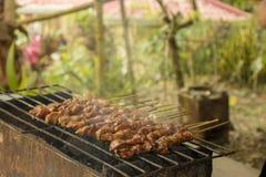 Rokerige Barbecue in grill Stock Foto