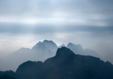 Rokerige bergen Stock Afbeeldingen