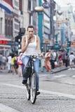 Rokin的,阿姆斯特丹循环的女孩 库存图片