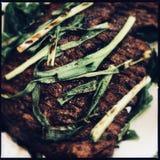 Roklapje vlees met Sjalotten stock afbeeldingen