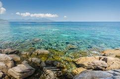 Rokroy海岛岩石海岸  免版税图库摄影