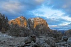 Roky falezy góra góruje i ściany w dolomitów Alps Fotografia Stock