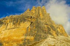Roky falezy góry dolomitu żółty kolor przy zmierzchem Obrazy Stock