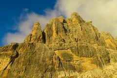 Roky falezy góry dolomitu żółty kolor przy zmierzchem Fotografia Royalty Free