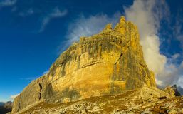 Roky falezy góry dolomitu żółty kolor przy zmierzchem Zdjęcie Royalty Free