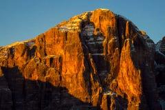 Roky falezy góry dolomitu czerwony kolor przy zmierzchem Obrazy Stock