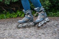 Rol het schaatsen motieonduidelijk beeld royalty-vrije stock fotografie