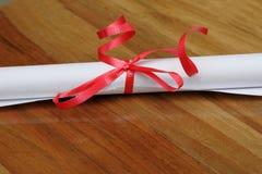 Rol met rood lint Royalty-vrije Stock Fotografie